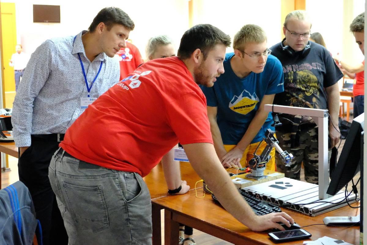 Technical Computing Camp zdarma pre žiakov aj učiteľov