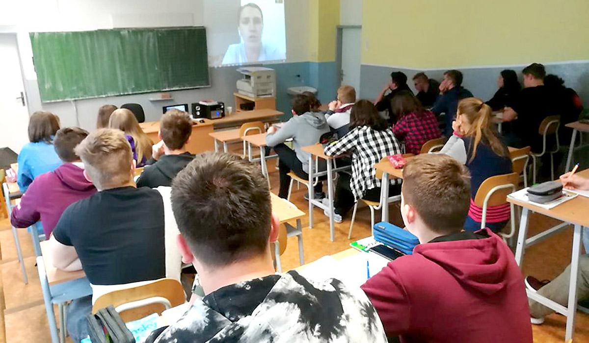 Videokonferencia vškolských podmienkach
