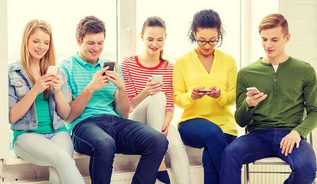 Mali by sme zakázať používanie mobilov počas celého pobytu vškole?